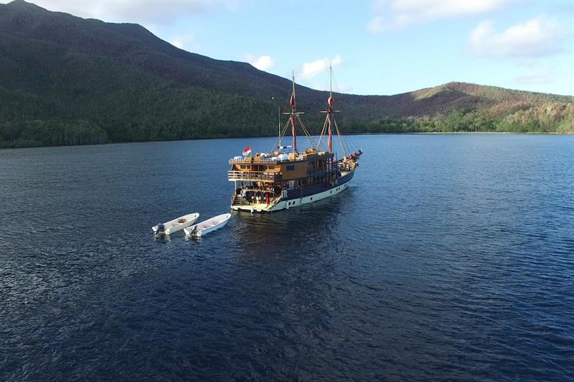 La Galigo in the beautiful Indonesian waters