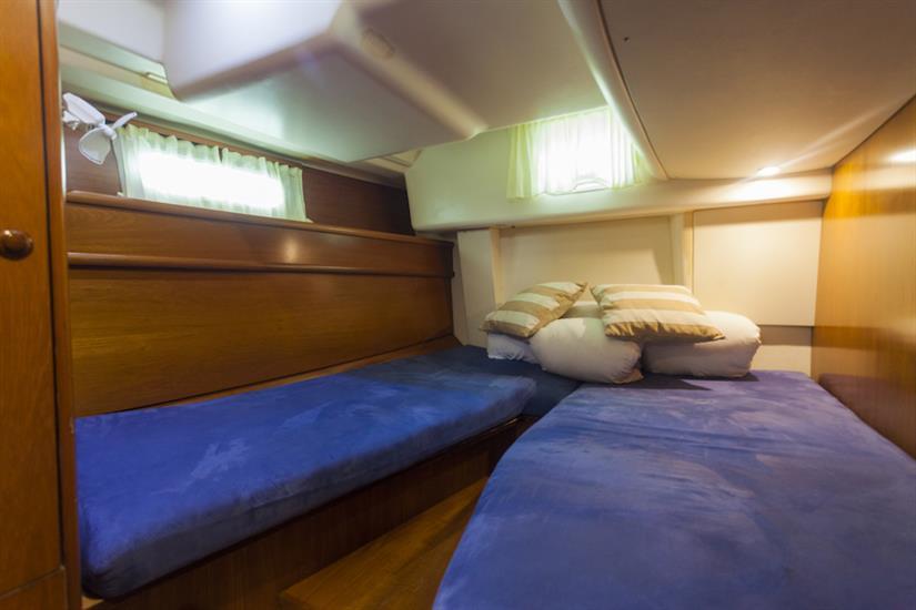 Vision III Twin Cabin