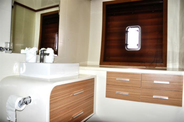 Adora Liveaboard Maldives - Bathroom