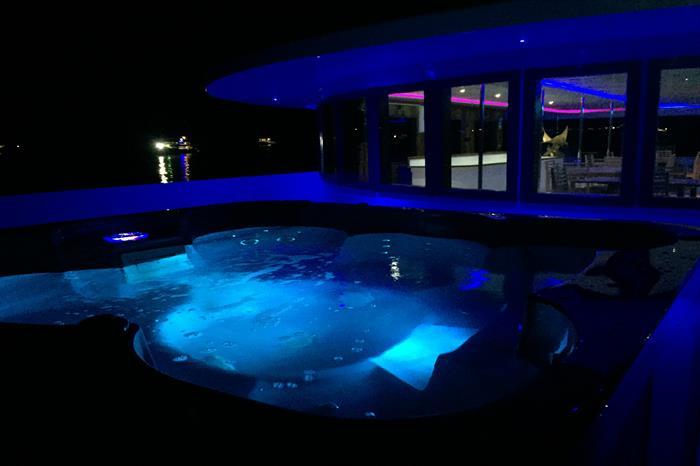 Hot Tub - Soleil 2 Liveaboard