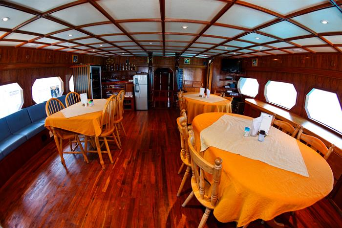 MY Sheena Liveaboard Maldives Dining Area