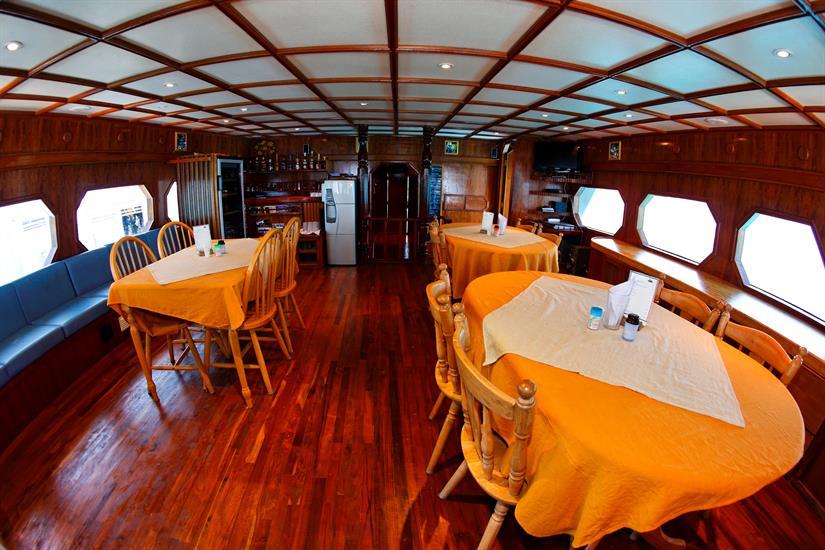 MY Sheena Liveaboard Maldives Dining Area