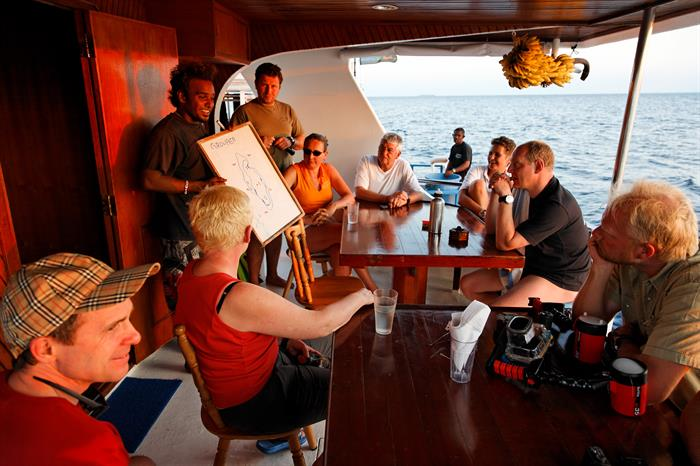 MY Sheena Liveaboard Maldives Dive Briefing