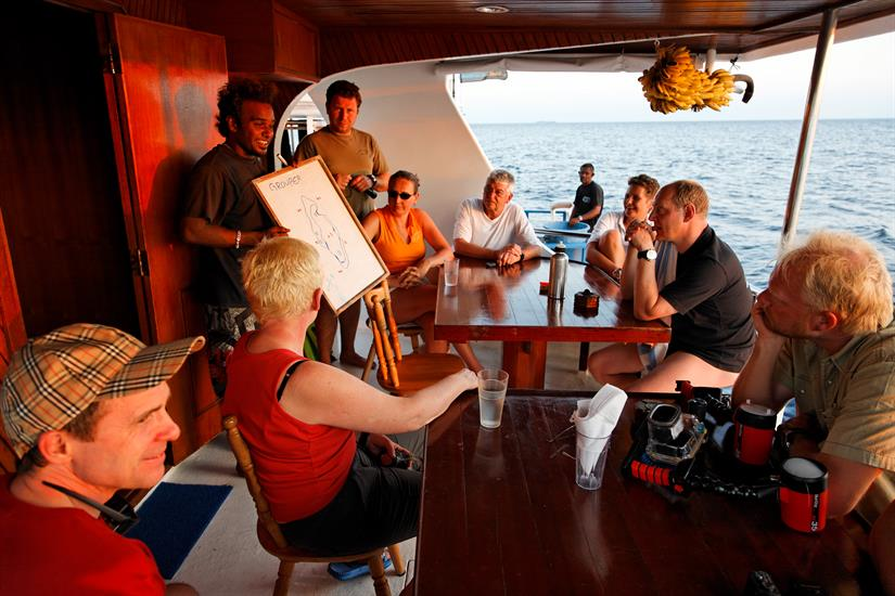 MY Sheena Liveaboard Maldives Dive Briefing