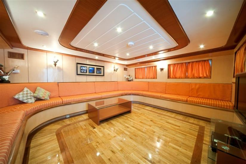 M/Y Sea Serpent Liveaboard Red Sea Upstairs Salon