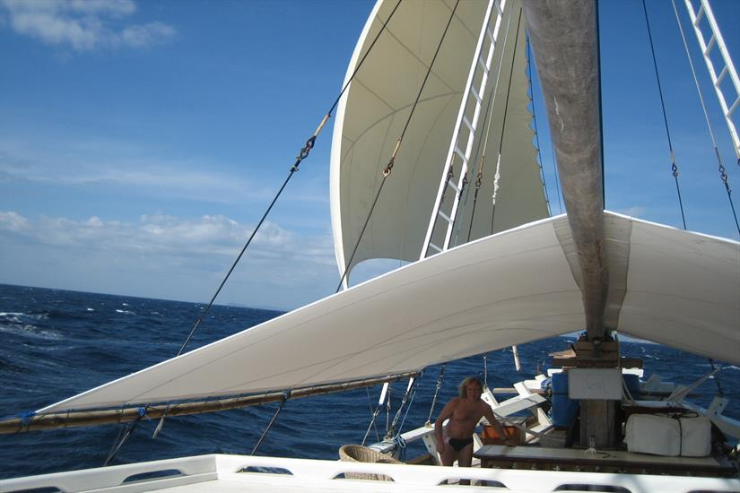 Sails up on Duyung Baru Liveaboard