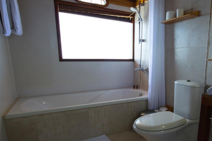 En-Suite Bathroom aboard Princess Haleema Liveaboard