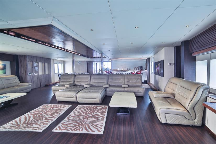 Honors Legacy Liveaboard Indoor Salon