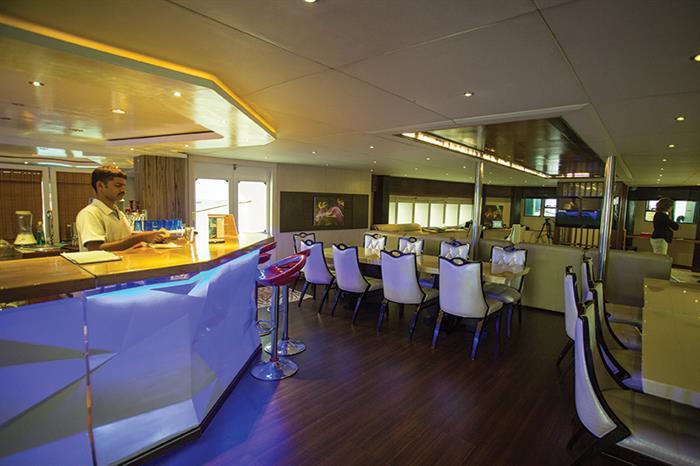 Honors Legacy Liveaboard Bar Area