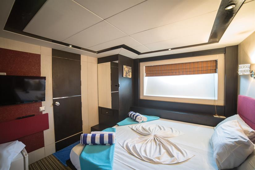 Honors Legacy Liveaboard Superior Double Cabin