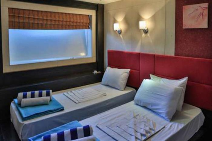 Honors Legacy Liveaboard Superior Twin Cabin