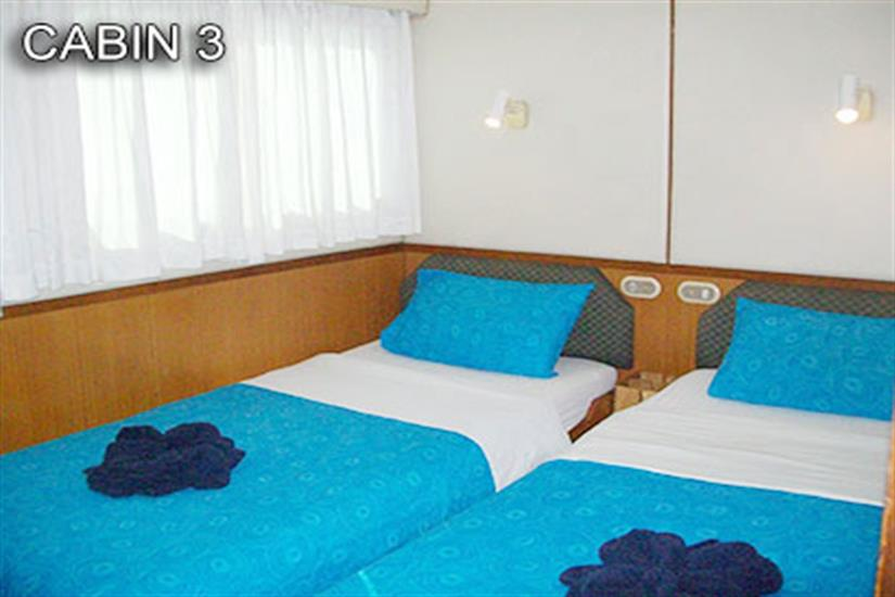Cabin 3 with 2 single beds, airconditioning and ensuite on mid-deck