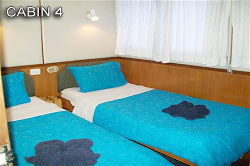 Cabin 4 with 2 single beds, airconditioning and ensuite on mid-deck