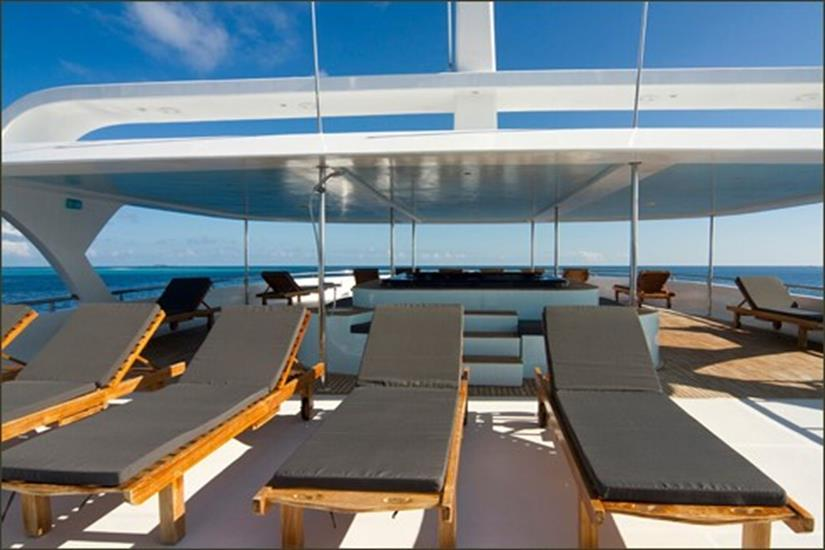 Sundeck with hot tub - Ocean Sapphire Liveaboard