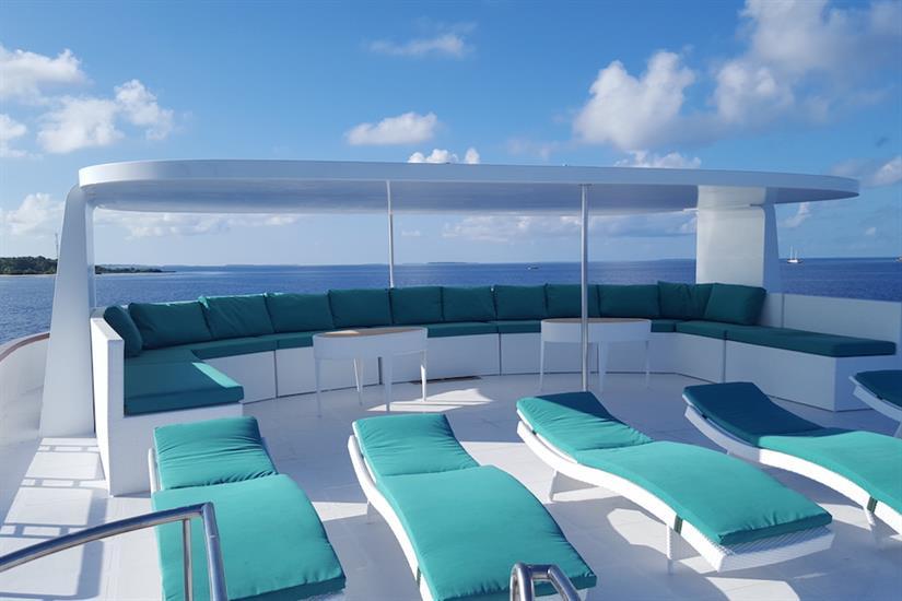 Sun Deck & Loungers - Carpe Novo