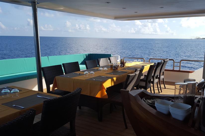 Outdoor dining area - Carpe Novo