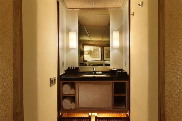 Alila Purnama Liveaboard – En-Suite Bathroom