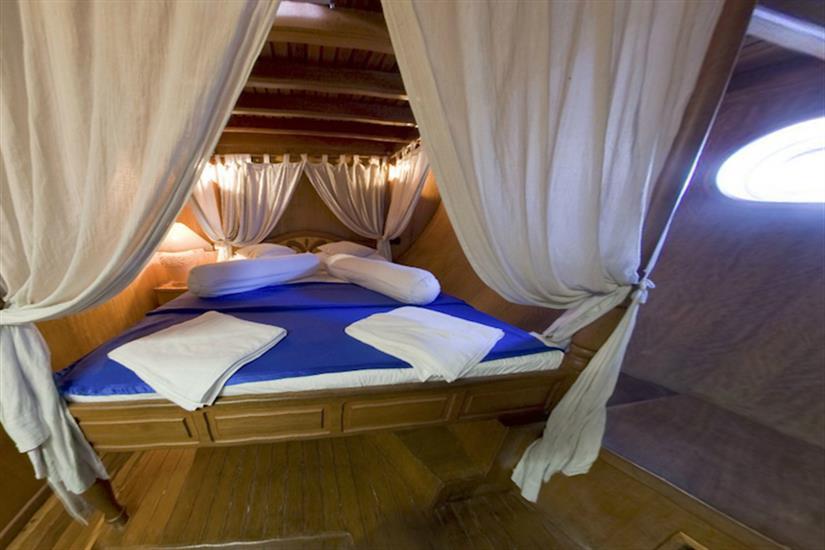Lower Deck Double Cabin - Moonima Liveaboard