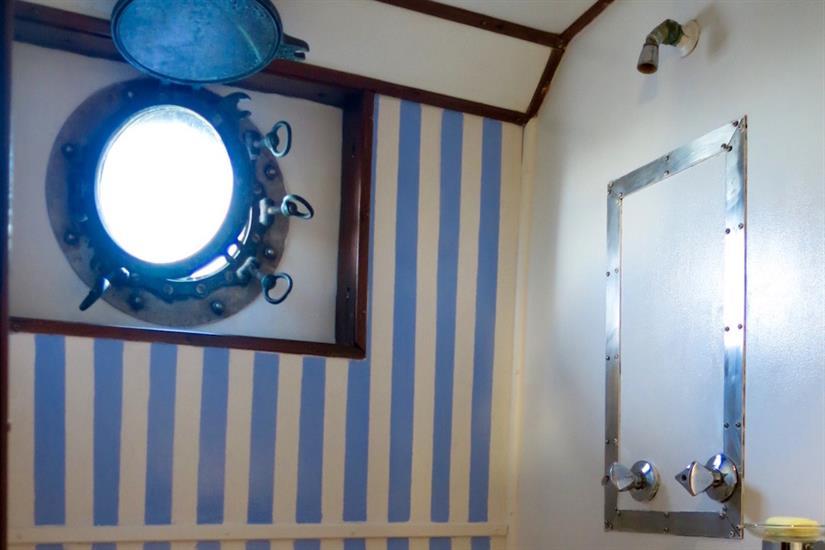 Shared shower room - MV Empress II Indonesia