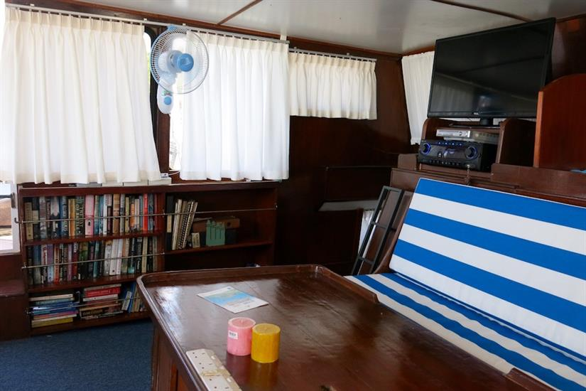 Indoor salon - MV Empress II Indonesia