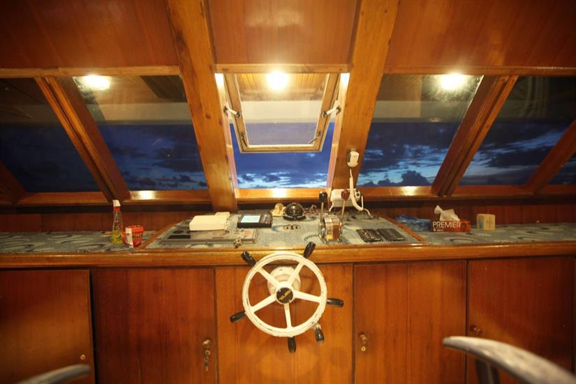 Captains Helm - Sharifa Liveaboard