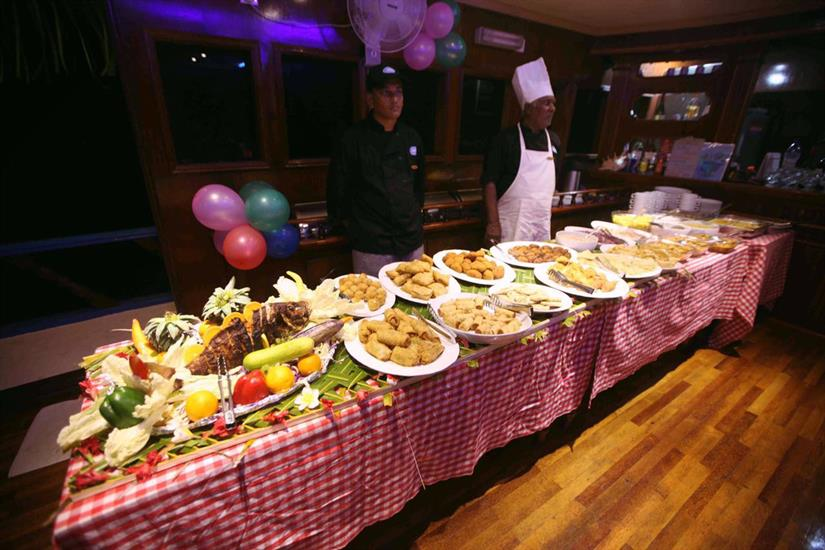Buffet dining - Sharifa Liveaboard