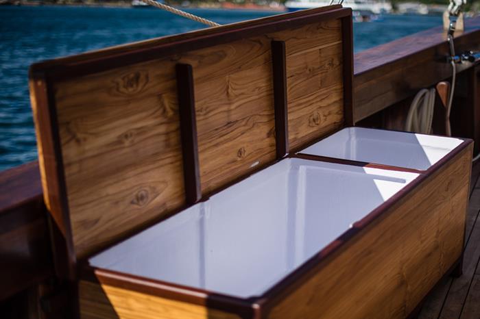 MV Samambaia - Dive Deck Rinse Tank (1/2)