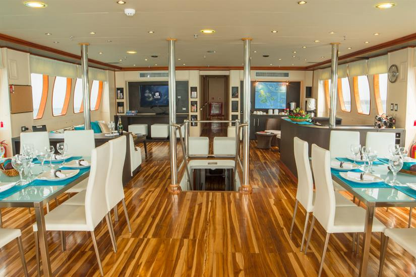 Indoor lounge and bar area - Majestic Galapagos Yacht