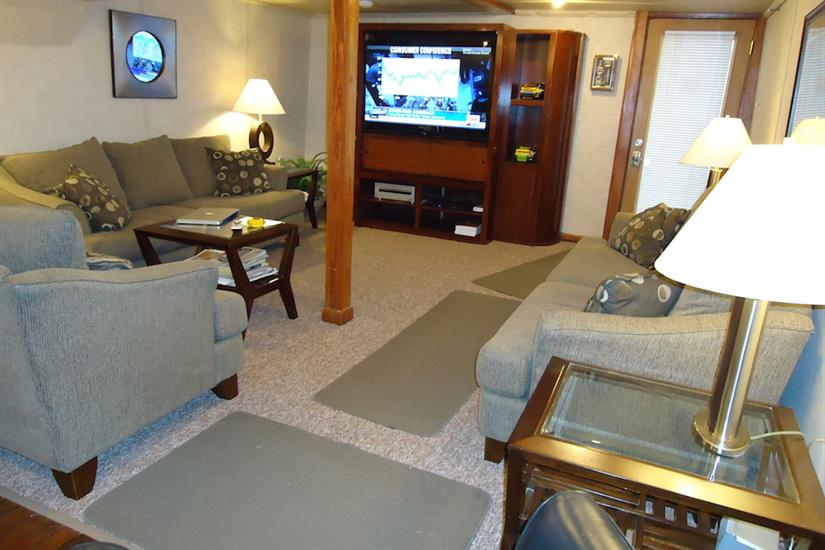 Comfortable lounge area - Southern Sport Liveaboard