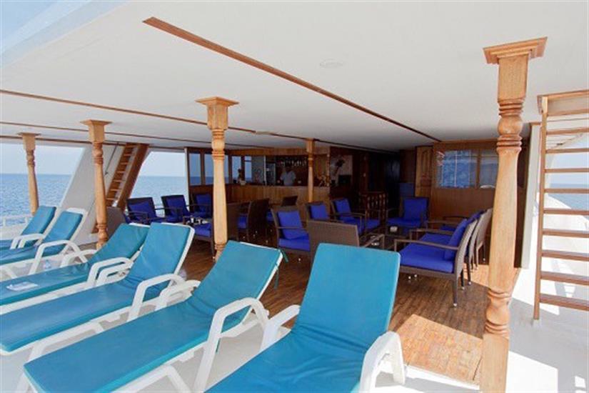 Outdoor lounge area - MV Ari Queen