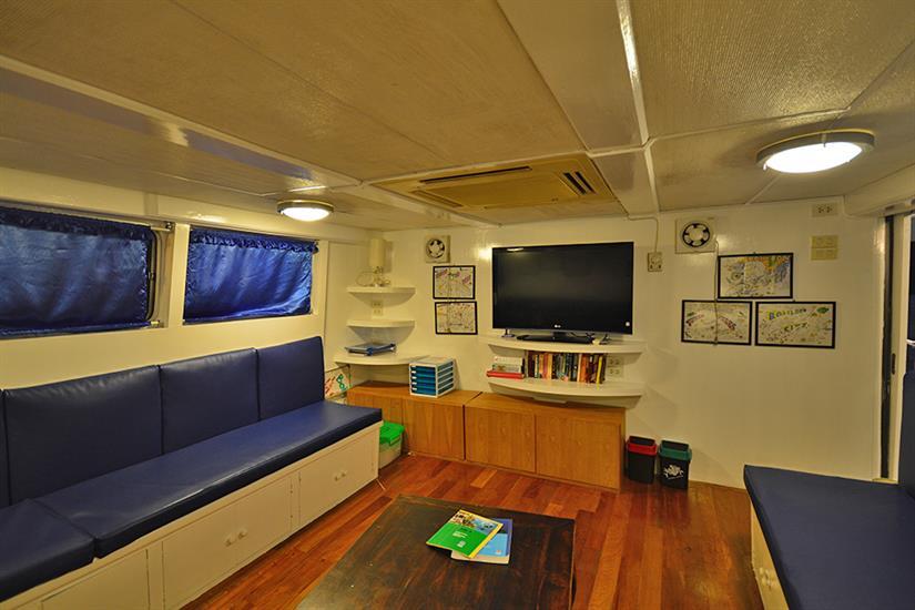 Indoor lounge area - Manta Queen 7 Thailand