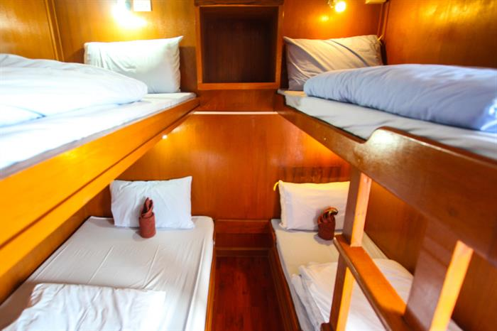 Quad Share Cabin - Manta Queen 1