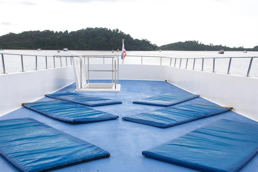 Sun deck - Manta Queen 1