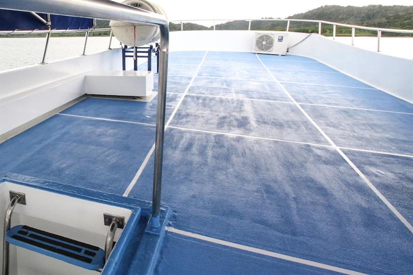 Sun deck - Manta Queen 2