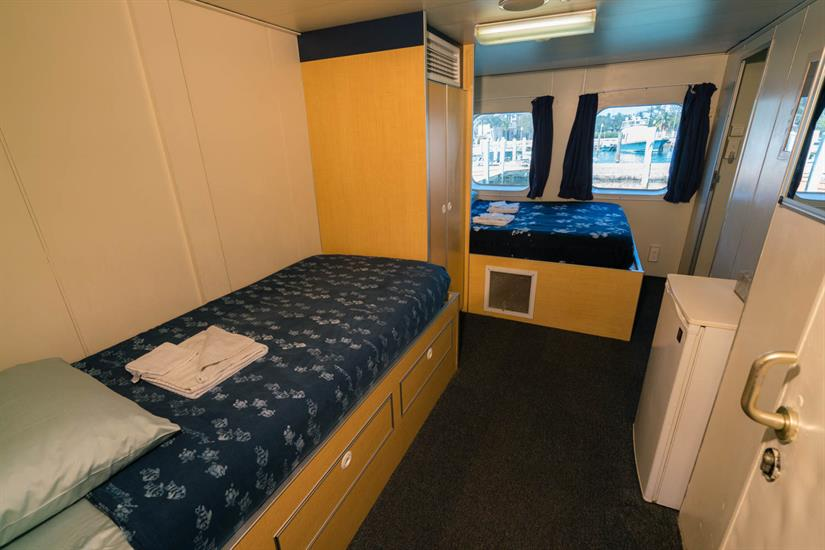 Queen cabin with twin for optional 3rd guest.