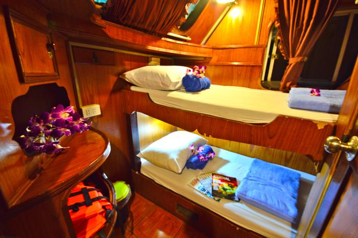 Manta Queen 6 Twin Bunk Cabins