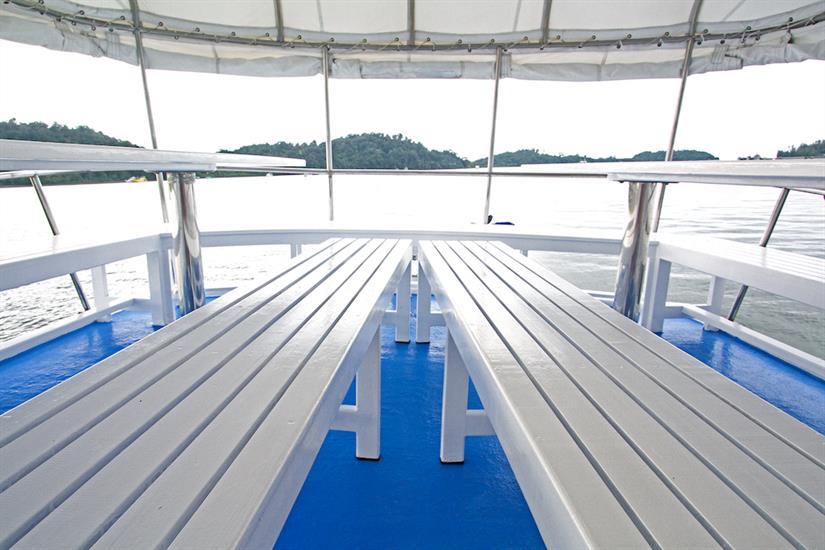 Top deck outdoor dining area - Manta Queen 6