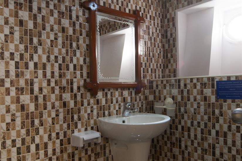 All cabins with en-suite bathrooms