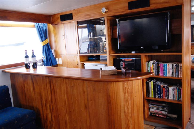 Entertainment area and library - Beluga Galapagos