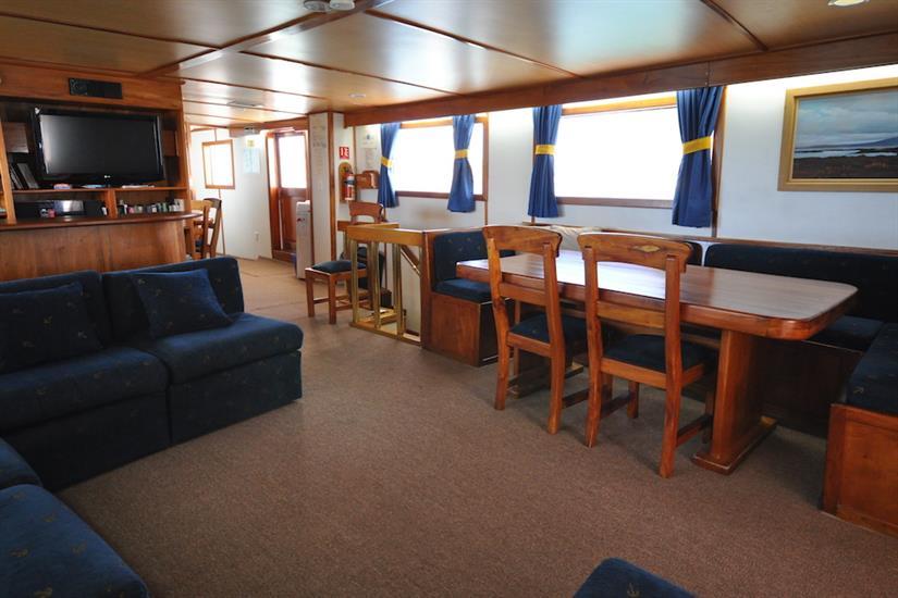 Lounge and dining area - Beluga Galapagos