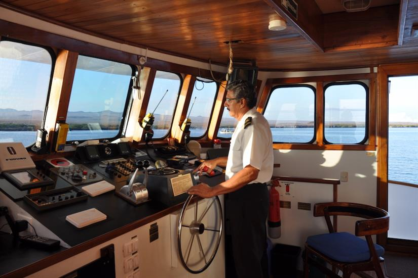 Captaons Bridge - Beluga Galapagos