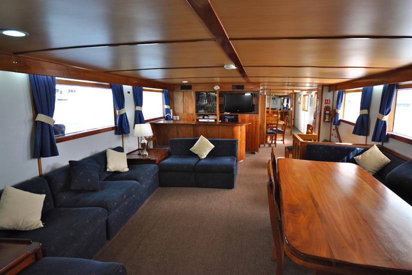 Comfortable indoor lounge - Beluga Galapagos
