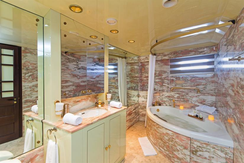 VIP Suite bathroom - MY Passion Galapagos