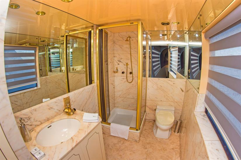 Master Suite Bathroom - MY Passion Galapagos
