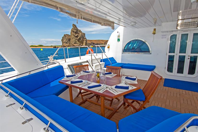 Outdoor dining area - Nemo III Galapagos