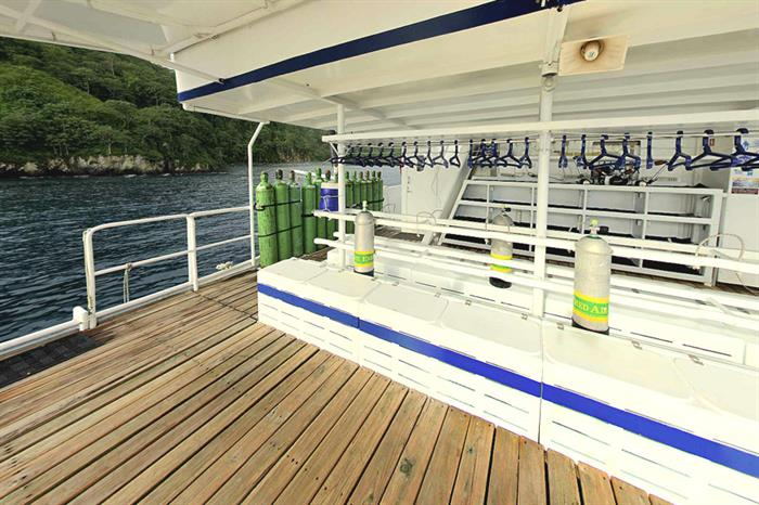 Spacious dive deck - Nautilus Under Sea