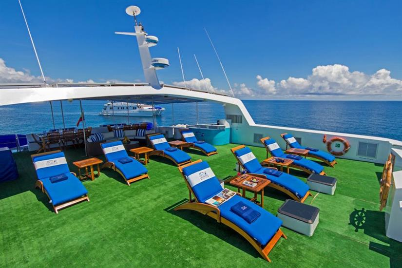 Sun deck with loungers - Archipell II Galapagos