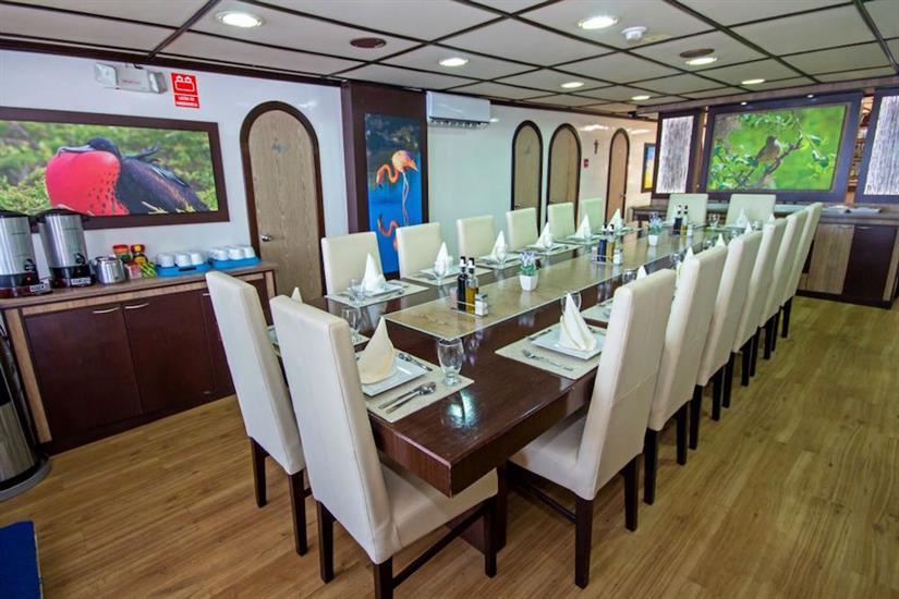 Indoor dining area - Archipell II Galapagos