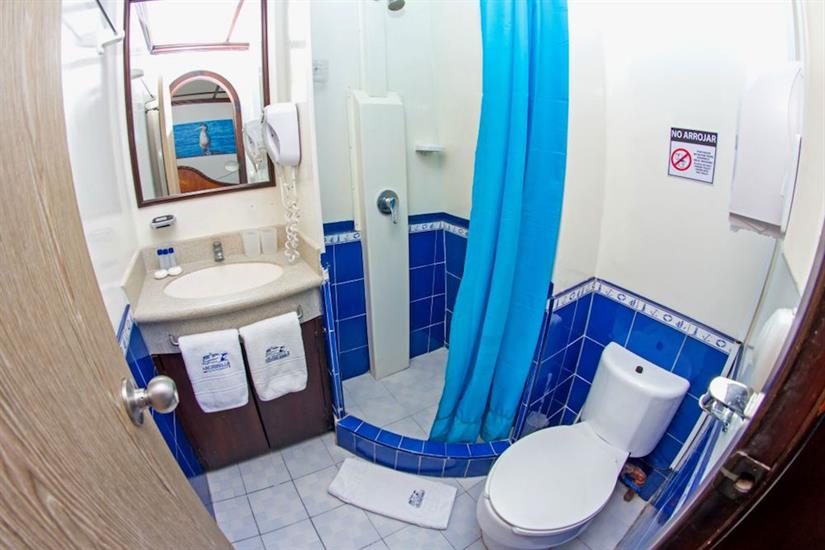 All cabins with en-suite bathrooms - Archipell II Galapagos