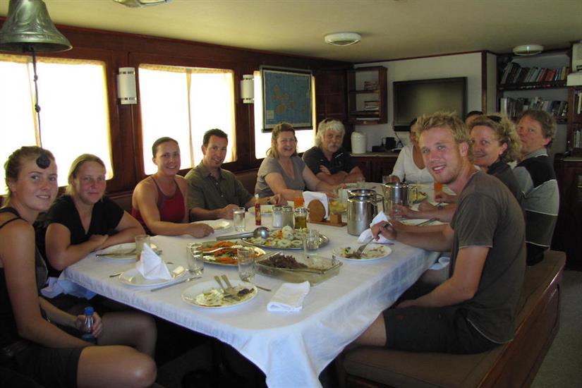 Indoor Dining Area - Samba Galapagos